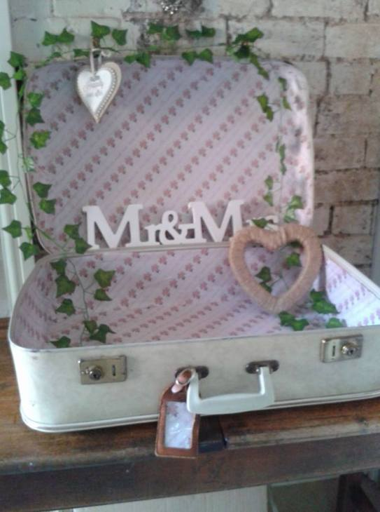 Vintage Suitcase used for cards and gifts